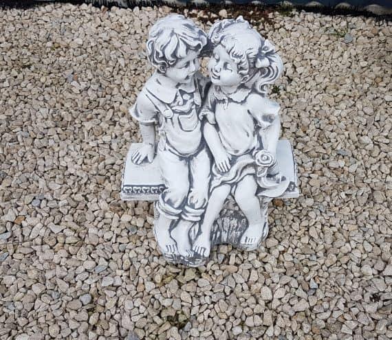 L184 kindjes op bank zonder leuning